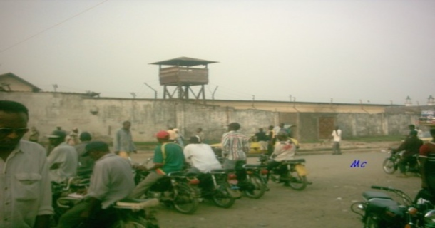 http://www.afriquemonde.org/UserFiles/image/Prison_cameroun03.jpg
